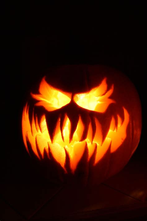 scary o lantern pictures 11 crazy jack o lanterns to really give you the creeps halloween party ideas pinterest