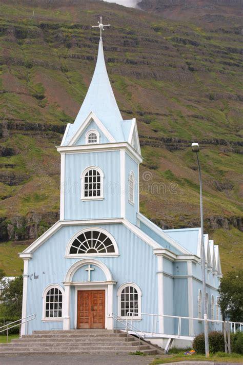 Blaue Kirche Seydisfjordur Island Stockfoto Bild Von ...