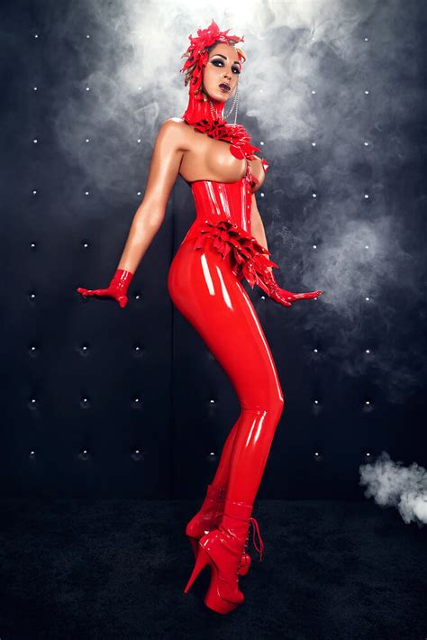 Heavy Rubber Marquis  Domina Lady Electra