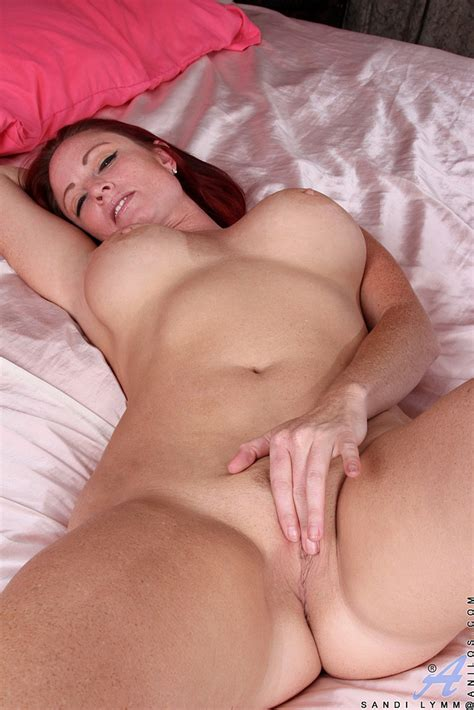 Redhead Milf Sandi Lymm Make Her Fingers Busy Milf Fox