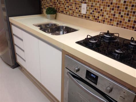 pictures of kitchens with white cabinets pia bem bonita quartzo da linha premiun bege dunas 9126