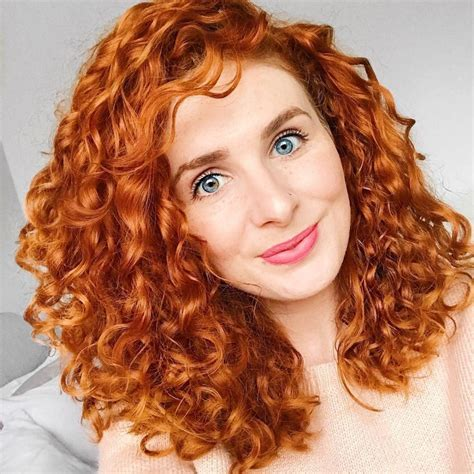 20 Glamorous Mid Length Curly Hairstyles for Women