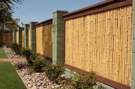 contoh desain pagar taman  bambu