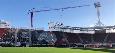 az alkmaar  conduct  roof work  afas stadion  stadium business