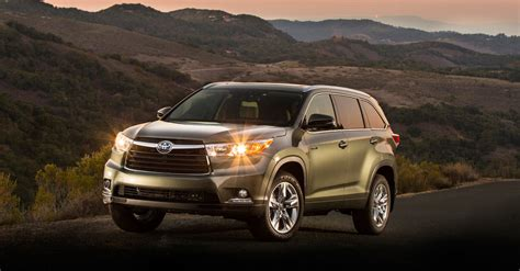 Toyota Highlander Hybrid Offers Room And