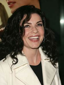 Julianna Margulies - Cutest Celebrity Curly Hairstyles ...