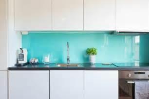 kitchen wall tile backsplash küchenrückwand aus glas der moderne fliesenspiegel sieht