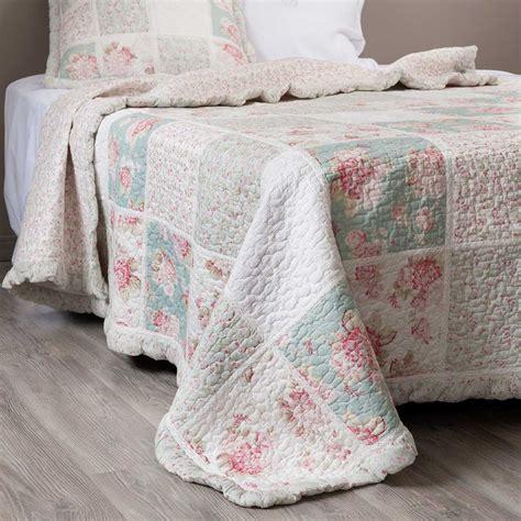 modele de chambre ado fille boutis à fleurs en coton vert et 180 x 240 cm élia