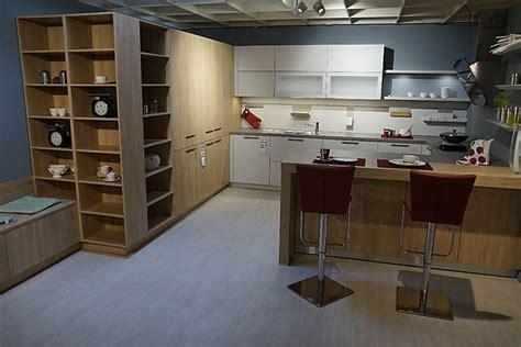 Schüller-musterküche Moderne Wohnküche