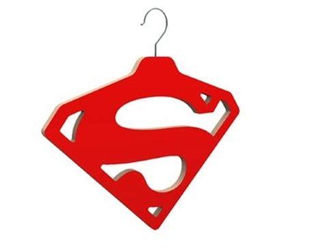 accessoire de bureau rigolo cintre superman déco design