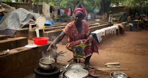 la cuisine des femmes le f 233 minisme arme fatale contre la famine en afrique slate afrique