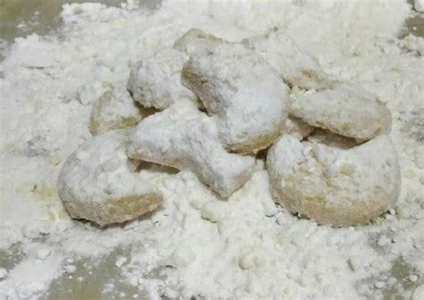 Idealnya hasil akhir kue lumer, lembut, dan mudah hancur dalam sekali gigitan. Resep Putri Salju Keju Lembut Dan Lumer oleh Umi Rahmawati - Cookpad