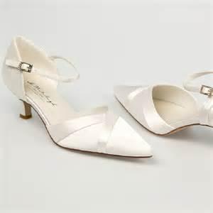 bijoux de cheveux mariage chaussure mariage ivoire en satin à bout pointu talon 5 cm westerleigh