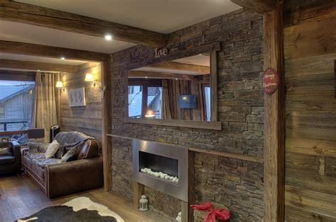 mur interieur en bois chalet mzaol