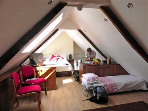 spot plafond chambre chambre sous combles 35 idées pour enfants et adolescents