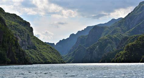 Liqeni i Komanit, rruga e vështirë për në 'parajsë' (Video ...