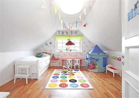 idee deco chambre ado fille décorer une chambre d 39 enfant mansardée joli place