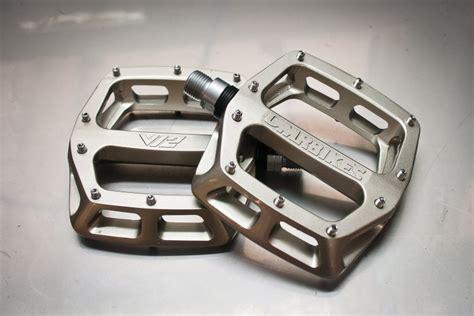 flat pedal test test dmr v12 magnesium flat pedals mtb mag