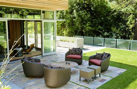 What's the Difference Between a Patio and a Deck?