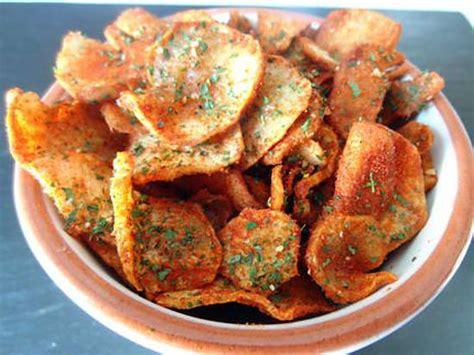 cuisiner des topinambours a la poele recette de chips de topinambours au parpika ou curry
