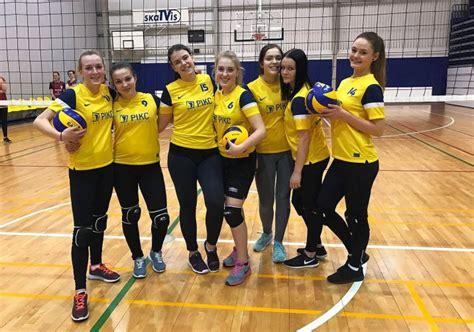 Skolu volejbolā spēcīgākās Ventspils Tehnikuma komandas