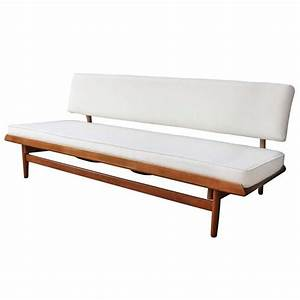 Best 25 scandinavian sofas ideas on pinterest for Scandinavian sofa bed