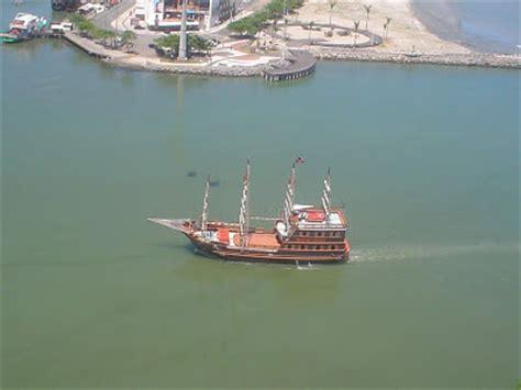 Barco Pirata Unipraias by Guia De Viaje En Auto A Camboriu Passeio De Escuna