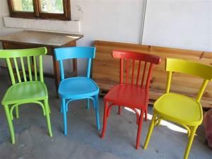 Chaises colorees et chaise musicale les crea39 de regine for Deco cuisine avec chaise en couleur