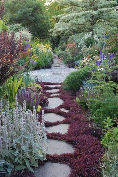comment faire une allée en gravier nos propositions en vid 233 os pour faire une all 233 e de jardin