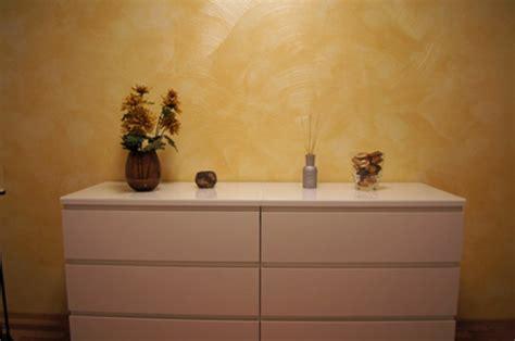 Goldene Wandfarbe Und Möbel Für Luxus