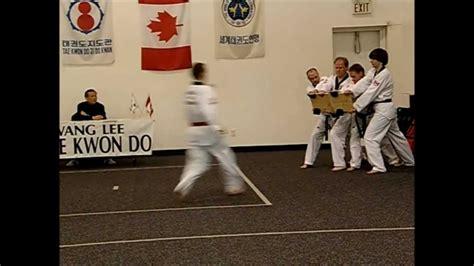 taekwondo board breaking red belt    black belt