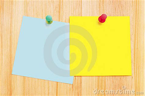 notes de post it sur le bureau en bois image stock image 2539091