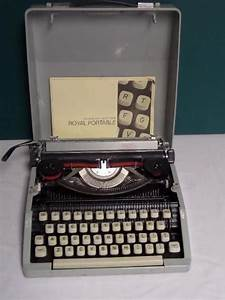 1960 Vintage Royal Signet Manual Portable Typewriter On