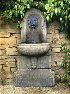 Rendre Une Terre Argileuse Plus Souple : installer une fontaine murale de jardin conseils vid o photos ~ Melissatoandfro.com Idées de Décoration