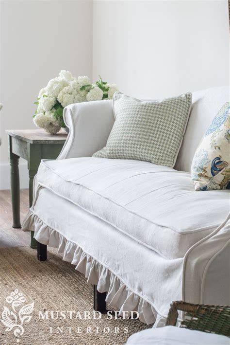 Slipcovered Settee by 25 Best Ideas About Slipcovers On Cushions