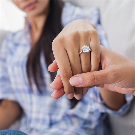 what s the most common engagement ring size for women