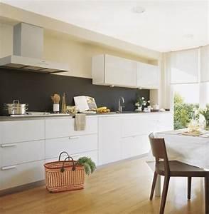 Wandfarbe Küche Trend : k che farben ideen wei e k chenzeile magnolia wandfarbe schwarzer spritzschutz matt ideas de ~ Markanthonyermac.com Haus und Dekorationen
