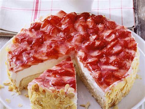Erdbeerquarktorte Rezept  Eat Smarter