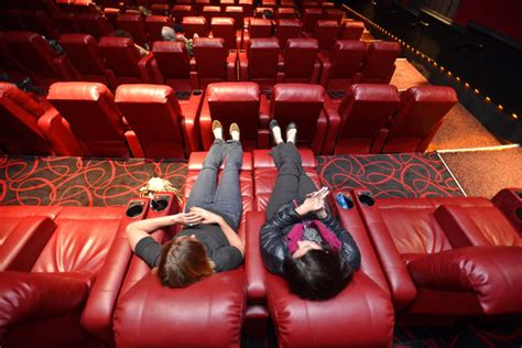 amc theaters lure moviegoers  cushy recliners