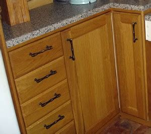 should cabinet handles be installed vertical or horizontal