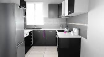 cuisine de 5m2 cuisine grise plan de travail blanc