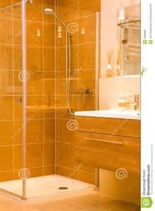 Douche Salle De Bain : douche moderne de salle de bains photo stock image 5340886 ~ Melissatoandfro.com Idées de Décoration