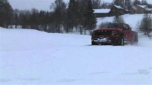 Ford F-150 Svt Raptor Playing In The Snow