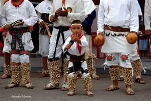 Rarámuris Los hombres de pies alados Los Tarahumaras continúan haciendo artesanías como lo
