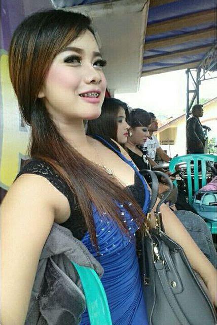 koleksi penyanyi dangdut desi thata kelihatan paha