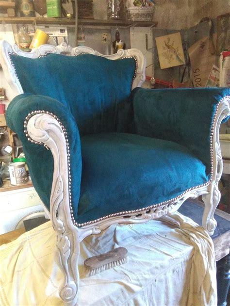 chaise bleu canard 1000 idées sur le thème fauteuils à oreilles sur