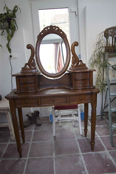 relooker sa chambre patine d une coiffeuse dans un stage meuble patine