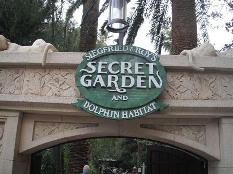 siegfried and roy secret garden siegfried and roys secret garden dolphin habitat mirage