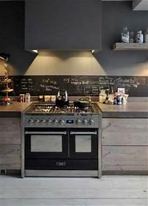 Cuisine Deco Industrielle : du gris anthracite en peinture dans une cuisine industrielle ~ Carolinahurricanesstore.com Idées de Décoration