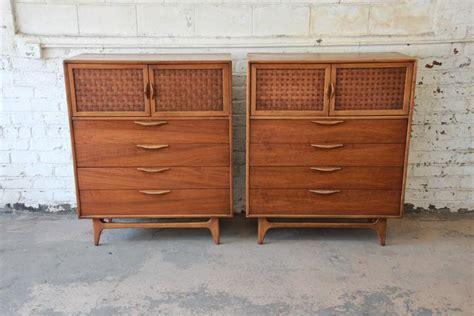 sleek kitchen cabinets warren church for mid century modern gentleman s 2312